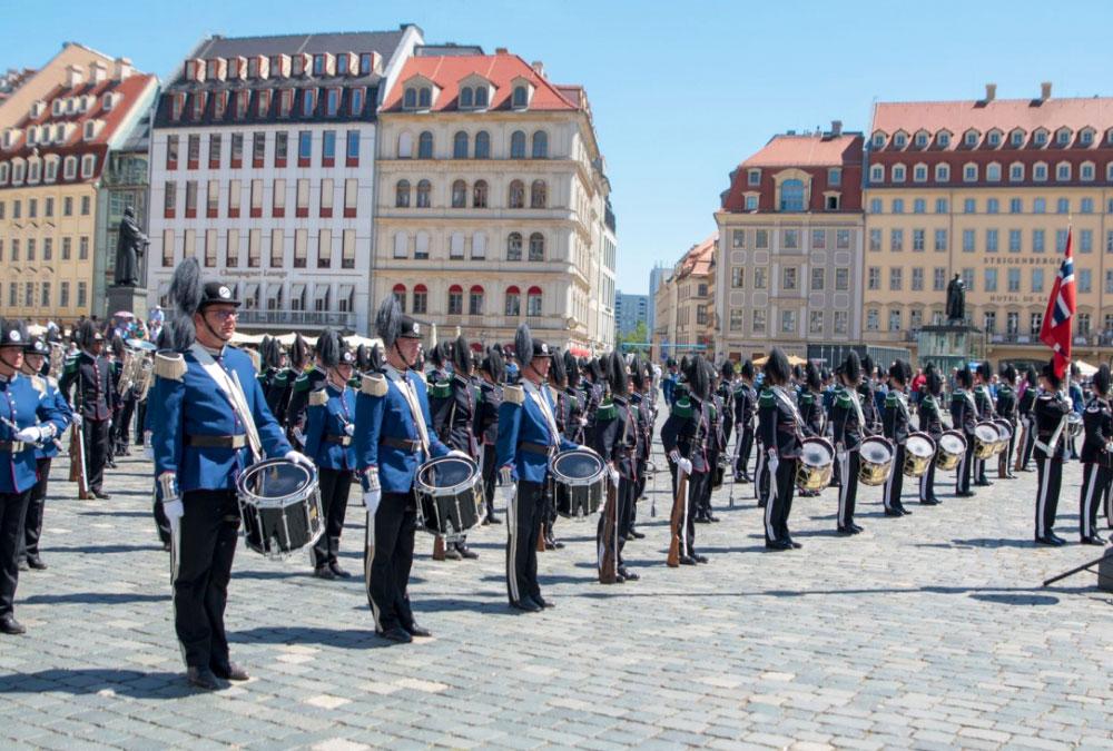 Gemeinsamer Auftritt SZO und königliche Garde Norwegen, Dresden Neumarkt