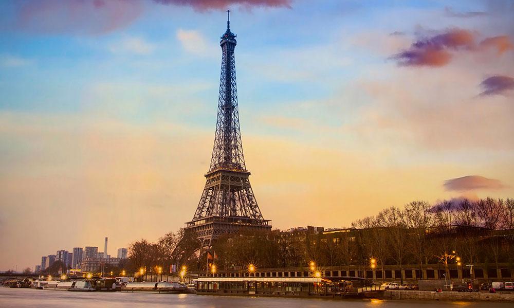 Bootsfahrt auf der Seine, vorbei am Eiffelturm