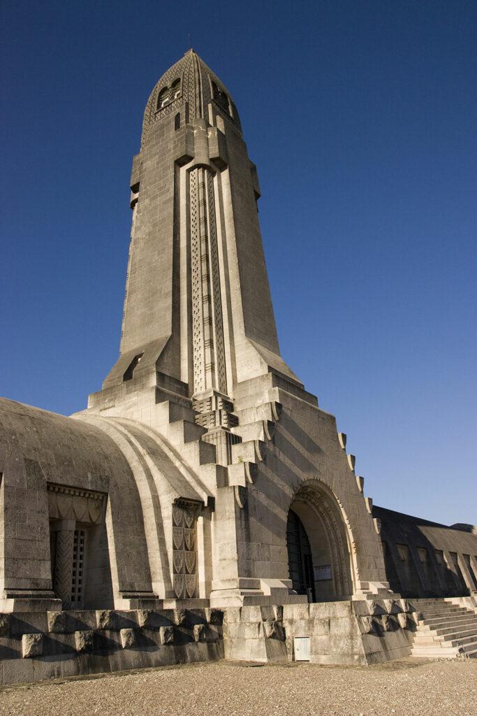 Gebeinhaus in Granatenform, Verdun