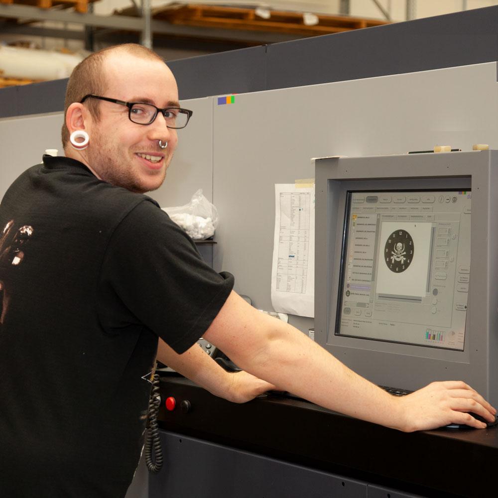 Auszubildender Medientechnologe Digitaldruck