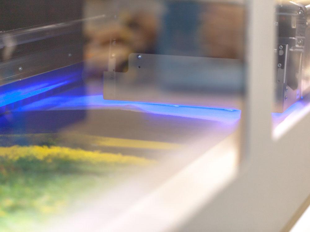 UV Druck, die UV-Lampe trocknet die Tinte